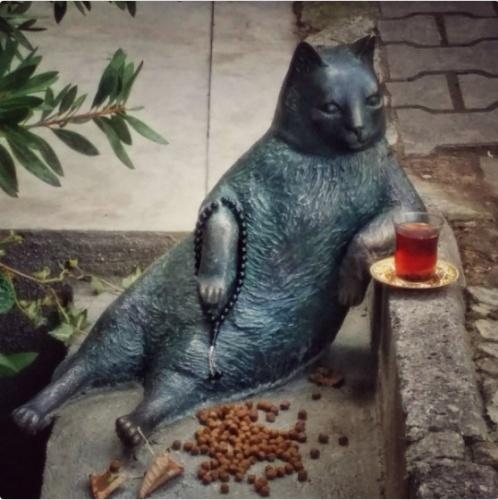 #4EkimHayvanlarıKorumaGünü Kapsamında Kadıköy Belediyesinden Tombili Kedi Heykeli Sürprizi