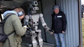 Rusya'da Üretilen Robot Asker Görücüye Çıktı !