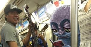 Metroda Çektiği Fotoğrafları Çizerek Fenomen Oldu