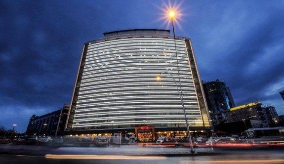 Başkent'te Kamu Binaları Aydınlatıldı