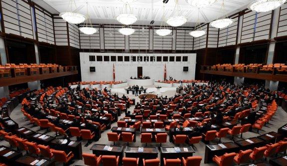 TBMM'de Fezlekesi Bulunmayan Tek Lider Ahmet Davutoğlu