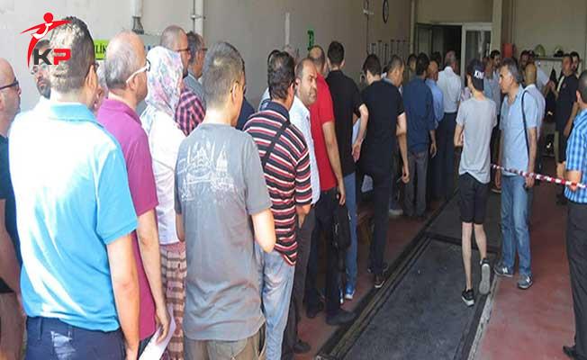İstanbul'da İtfaiye Önünde Uzun Kuyruklar Oluştu