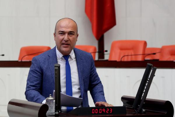 CHP'li Murat Bakan Meclis'e 'Facebook ve Twitter' Önergesinde Bulundu