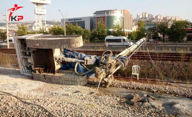 İzmit'te İş Makinesinin Devrilmesi Sonucu Tren Seferleri Aksadı