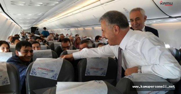 Bakan Arslan Uçakta Yolcuların Bayramını Kutladı