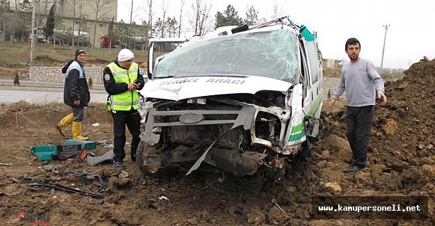 Cenazeye giden minibüs devrildi: 12 yaralı