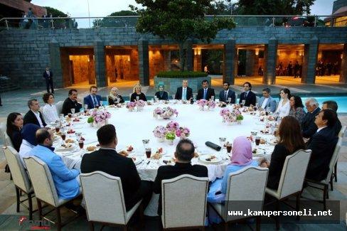 Cumhurbaşkanı Erdoğan' Ünlülerle İftar Yemeğinde Buluştu , İftara Hangi Ünlüler Katıldı?