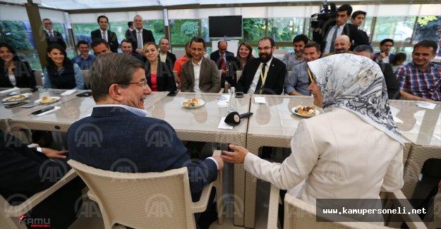 Davutoğlu Çifti Başbakanlık Muhabirleri İle Biraraya Geldi