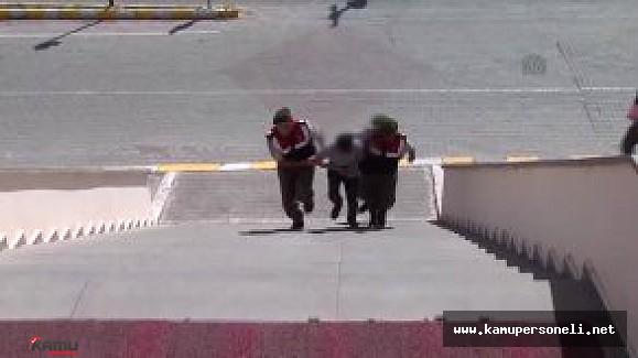Devrilen Kamyonun Kasasında 573 Kilo Esrar Ele Geçirildi