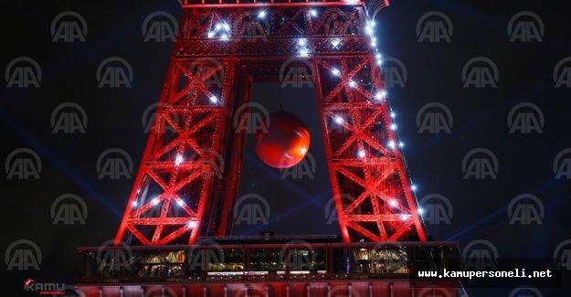 Eyfel Kulesi Türk bayrağının renkleriyle ışıklandırıldı.