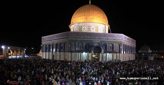 İsrail'in Kısıtlamalarına Rağmen Mescid-i Aksa'da Kadir Gecesi