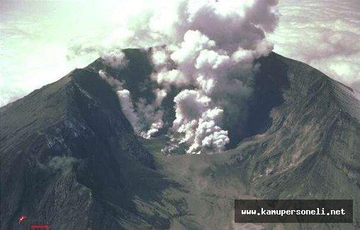 İzlanda'daki Volkan Her An Patlayabilir