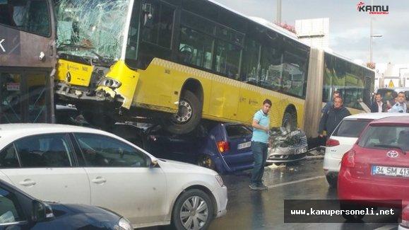 Kadıköy'de Yoldan Çıkan Metrobüs Araçları Ezdi