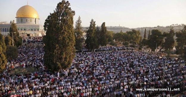 Mescid-i Aksa'da Bayram Namazı Kılındı