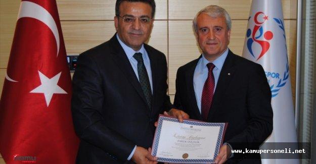 Müsteşar Özçelik AÖF Diplomasını Aldı