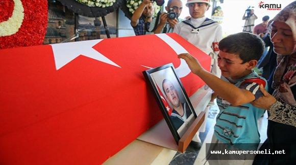 Şehit Sinan Göktaş İzmir'de Son Yolculuğuna Uğurlandı