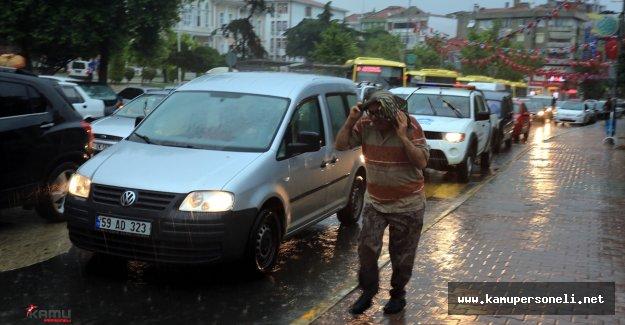 Tekirdağ'da Şiddetli Yağmur Hayatı Felç Etti