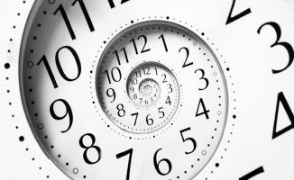 Türkiye'de Kafalar Karıştı ! Şuan Saat Kaç? Avrupa'da Saatler İleri Alındı