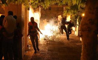 İsrail Polisi Bir Kez Daha Cemaate Saldırdı ! Yaralılar Var