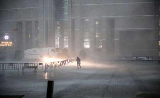 İstanbul Bir Dolu Felaketi Daha Yaşadı ! Bir Bina Delik Deşik Oldu