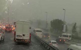 Meteoroloji Uyarmıştı! İstanbul'da Göz Gözü Görmüyor