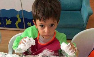 İzmir'de Okul Servisinde Unutulan Minik Alperen Havasızlıktan Öldü