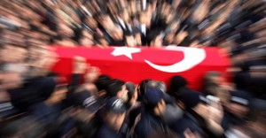 Şehit Polis Memuru Annesinin Yanına Defnedildi