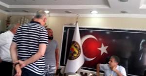 Taşeron Kadro Beklerken İşinden Oldu Belediye Başkanı'nın Makamını Bastı