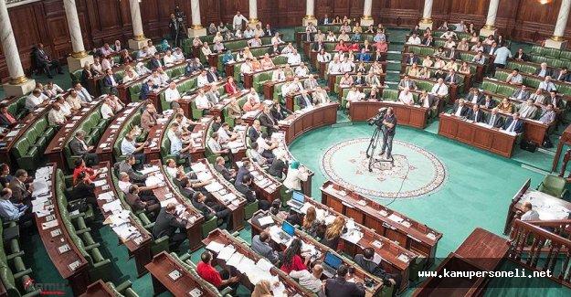 Tunus'ta Olağanüstü Hal Devam Ediyor