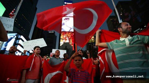 Türk Vatandaşları FETÖ Elebaşı Gülen'i Protesto Etmek İçin NewYork'ta Buluştu