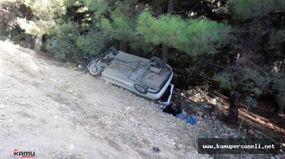 Uşak'ta Şarampole Yuvarlanan Otomobilin Sürücüsü Öldü