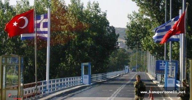 Yunanistan'a Açılan Sınır Kapılarında Yoğunluk Var