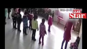 Öğretmen dehşeti kamerada!
