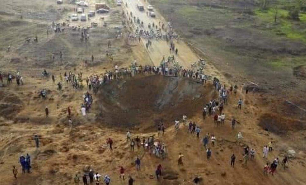 Meteor mu düştü? Nijerya'da dev çukur oluştu! 70 ev yıkıldı, 13 kişi öldü