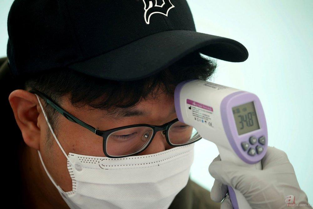 Koronavirüs salgınına karşı açık havada sınav yapıldı! Sınava yüzlerce kişi katıldı!