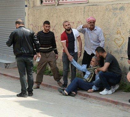 Adana'da Suriyeli bir kişi paniğe neden oldu! Polis vurarak durdurdu!