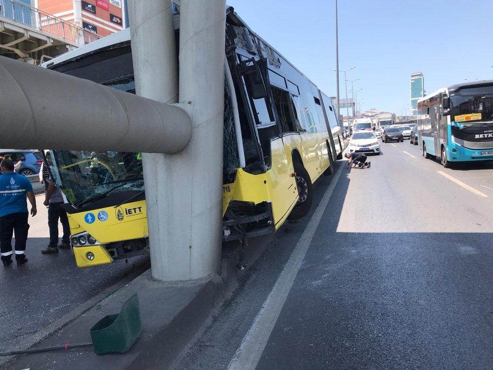 Son dakika İstanbul'da İETT otobüsü kaza yaptı! Çok sayıda ambulans sevk edildi