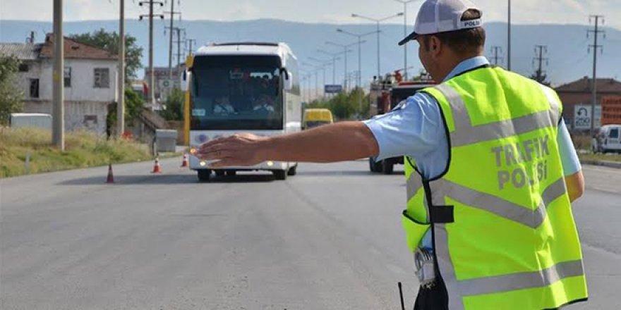 Koronavirüs yasakları geri geldi! Otobüs, tren, uçak ve özel araçla seyahat edecekler için kısıtlama detayları açıklandı