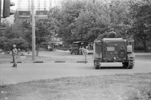 12 Eylül Darbesinin Üzerinden 37 Yıl Geçti (O Zamandan Görüntüler)