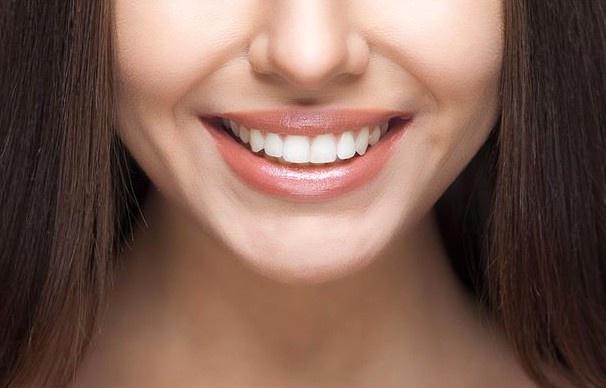 Dişlerinizi alüminyum folyo ile kaplayın 1 saat içerisinde...