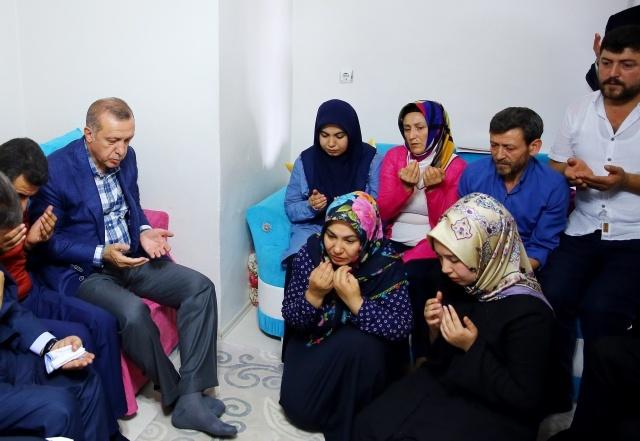 Cumhurbaşkanı Erdoğan,Şehit Ailelerini Ziyaret Etti