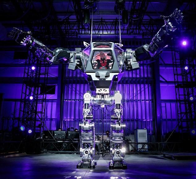 Milyarder İş Adamından Avatar Usülü Dev Robot !