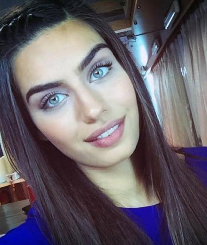 'İzmir'in Kızları Güzel Olur' Sözüne Kanıt Niteliğinde Ünlüler!