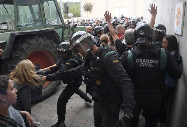 İspanya'da Polisin Referanduma Tepkisi Çok Ağır Oldu! 337 Yaralı var
