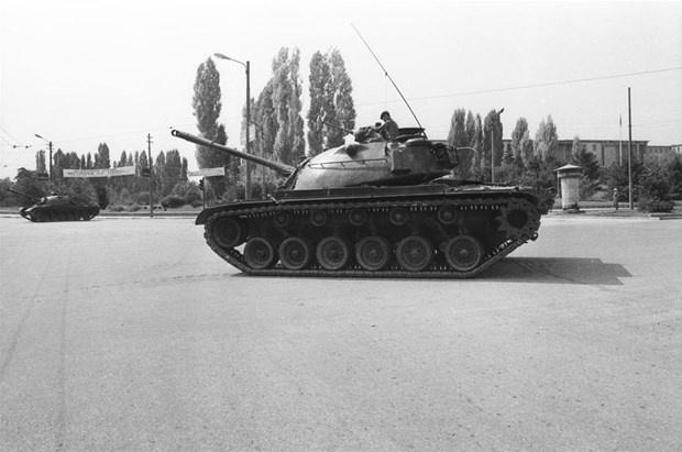 Türk Silahlı Kuvvetleri#039;nin Genelkurmay Başkanı Orgeneral Kenan Evren başkanlığında gerçekleştirdiği 12 Eylül darbesi ile Türkiye Cumhuriyeti, 27 Mayıs 1960 darbesi ve 12 Mart 1971 muhtırasının ardından silahlı kuvvetlerin yönetime üçüncü müdahalesini yaşamıştı. Darbenin üzerinden tam 37 yıl geçti.  Türk Silahlı Kuvvetlerinin Genelkurmay Başkanı Orgeneral Kenan Evren başkanlığında gerçekleştirdiği 12 Eylül darbesi ile Türkiye Cumhuriyeti, 27 Mayıs 1960 darbesi ve 12 Mart 1971 muhtırasının ardından silahlı kuvvetlerin yönetime üçüncü müdahalesini yaşadı.