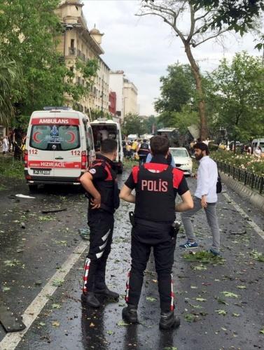 Son Dakika: İstanbul Beyazıt'da Patlama Meydana Geldi !  Çok Sayıda Yaralı Var