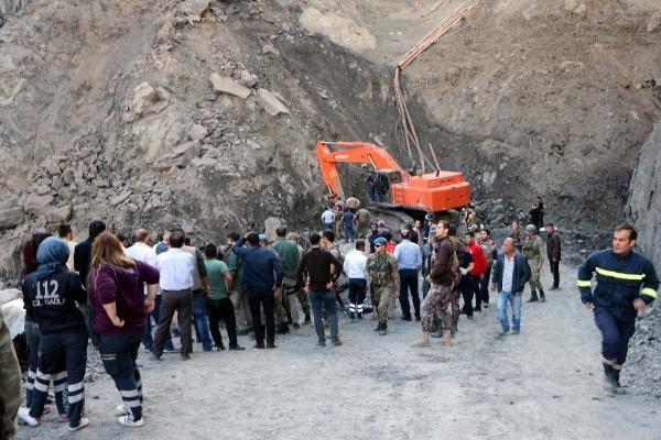 Şırnak#039;ta kaçak çalıştırılan özel bir kömür ocağında meydana gelen göçükte 6 işçi hayatını kaybetti.