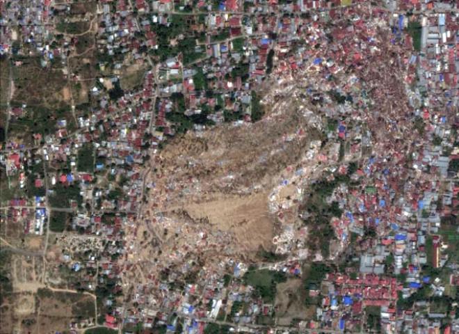 Deprem ve Tsunami'nin Oluşturduğu Hasar Uzaydan Böyle Görüntülendi