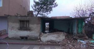 Liseli Elif Okula Giderken Çöken Duvarın Altında Kaldı