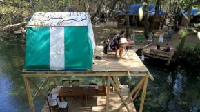 Yanıklar Mahallesi#039;ndeki turistlerin uğrak yerleri arasında yer alan 20 kilometre uzunluğundaki Yeşil Vadi, günübirlik ziyaretçilerinin yanı sıra doğa tutkunu kampçıların da ilgisini çekiyor.